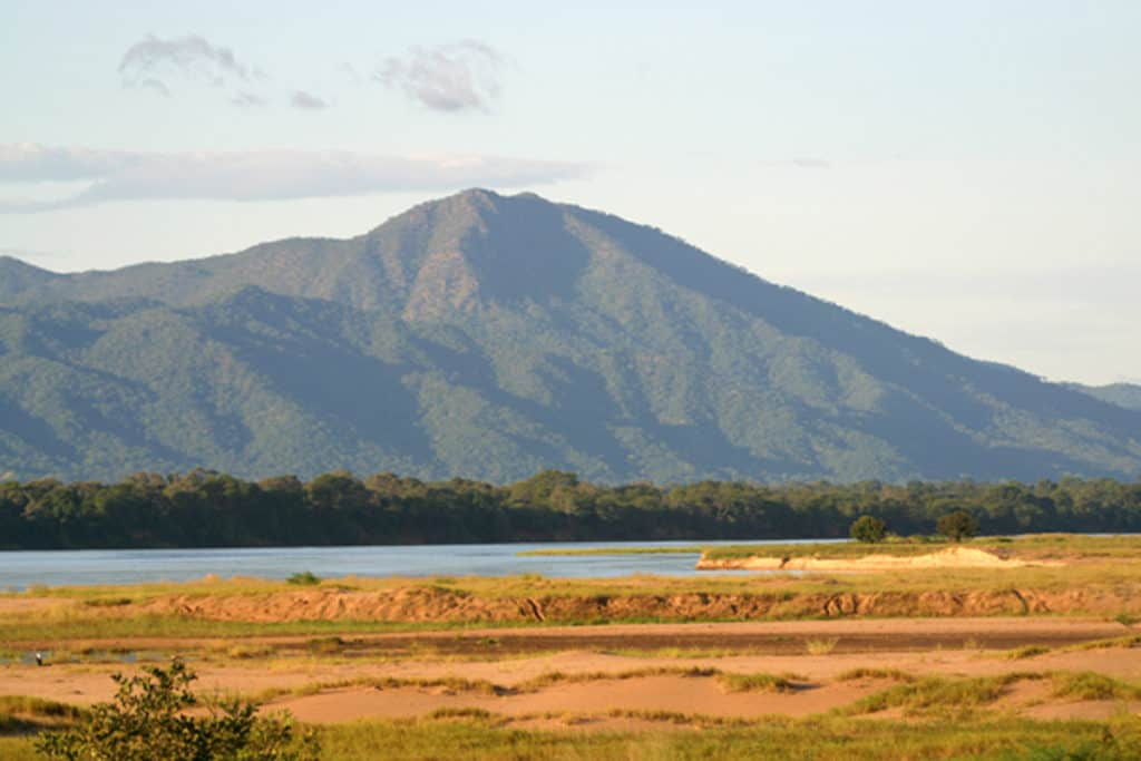 Mana Pools - across the Zambezi to Zambia